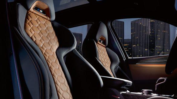 BMW X3 M ergonomisch optimierte M Sportsitzen aus feinstem Leder 'Merino' mit Alcantara-Applikationen